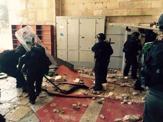 Khatib «maximum»: Israeli army withdrew from the campus of the mosque after injuring dozens