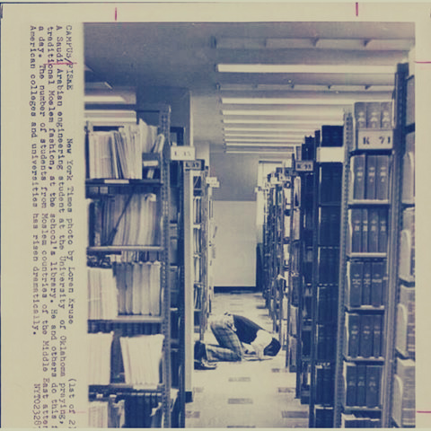 -Student-seoudi-pray-within-a-libraries-University-America-year-1975